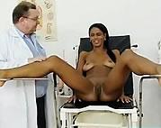 Ginecologista Tarado Comendo sua Paciente