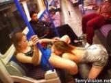 Duas Lesbicas se Pegando no Metro