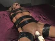 Bondage Extremo com Safada Tendo Orgasmo