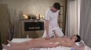 Massagem Erótica com Jolee Love